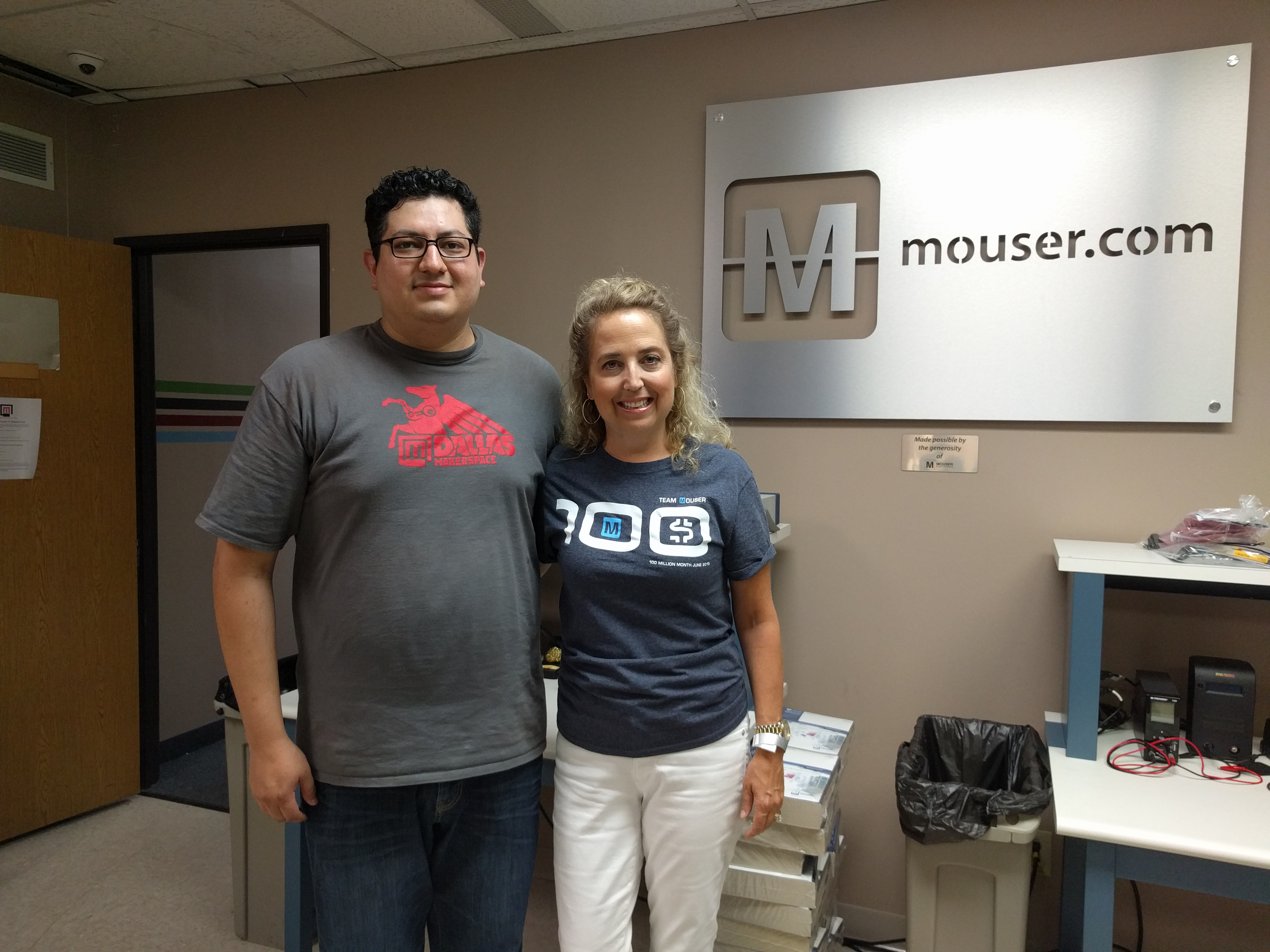 Dallas Makerspace accepts Mouser donation
